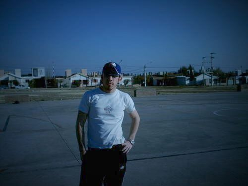 En Una canchita de futbol: Diego